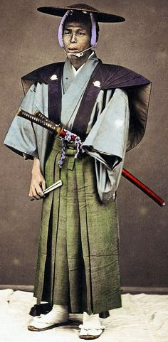 Samurai wearing a jingasa and holding a tessen fan.