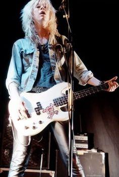 "Duff Mc Kagan... we love intro ""It's so easy"" from Guns N' Roses's Appetite For Destruction"" album."