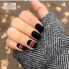 Catch the inspiration portion to a beautiful design manicure short nails! More than 50 ideas trendy manicure on short and very short nails Black Shellac Nails, Black Coffin Nails, Short Gel Nails, Black Nail Art, Short Nails Art, Matte Nails, Nail Manicure, Matte Black, Black Nails Short