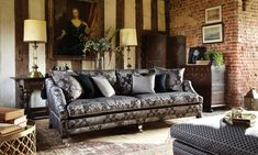 An opulent sofa with a luxurious look and feel, the Duresta Hornblower is an iconic design featuring a traditional drop arm. Classic English style informs the style of this piece.