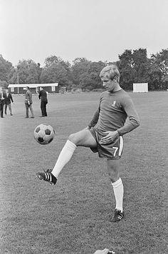 Alan Birchenall Chelsea 1971 School Football, Football Cards, Football Players, Chelsea Football, Chelsea Fc, Stock Pictures, Stock Photos, Everton Fc, Bbc Broadcast