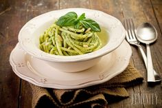 Pasta with Pesto and Pine nuts Pasta Al Pesto, Vegetarian Recipes, Healthy Recipes, Pasta Recipes, Barbecue, Green Beans, Lunch, Vegetables, Cooking