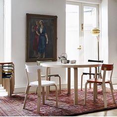 Artek - 91 et 95 Round Tables - Alvar Aalto Alvar Aalto, Round Dining Table, Dining Chairs, Round Tables, Dining Room, Scandinavia Design, Perriand, Table Design, Selling Furniture