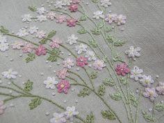 Novo Lançamento   Série Romantic Flowers   Kit disponivel na loja virtual     http://escoladebordado.com.br/loja/products/Kit-06-%252...