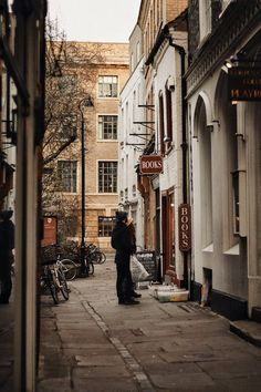 CAMBRIDGE; A CITY GUIDE. — Polly Florence Beautiful Streets, Beautiful Places, Places To Travel, Places To Visit, City Vibe, Photocollage, City Aesthetic, Aesthetic Style, Aesthetic Pictures