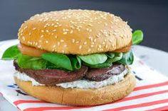 Hamburger au sanglier et à la mâche - Venez découvrir une multitude de recettes BBQ de POM® qui célèbre le bon goût du Québec! #PainPOM125ans