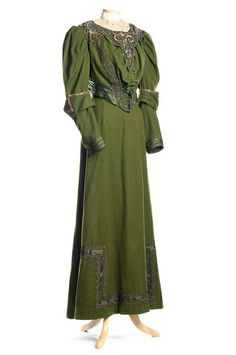 Forest green wool dress, 1890s. Charleston Museum.