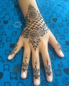 #hennasamarinda #hennamurah #hennadesign #hennaart #hennafun #hennalovers #hennamehndi #hennaartist #hennatattoo #hennatangan #hennawedding #hennapengantin #henna #mehendi #hallosmr #bubuhansamarinda #samarindaolshop #samarinda @hennainspire @hennalookbook @inspirationalhenna