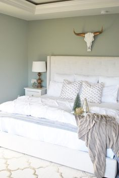 Christmas Bedroom, Holiday Bedroom, Master Bedroom Christmas Decor by Brynne of Paint the World White Cottage Christmas, Christmas Bedroom, Farmhouse Christmas Decor, Farmhouse Bedroom Decor, Winter Bedroom Decor, Guest Room Decor, Christmas Interiors, Kitchen Themes, Cozy Bed