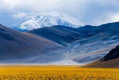 Limite Argentina-Chile, lado Catamarca (Argentina) Incahuasi o Nevado de Incahuasi es un volcán de 6.638 m