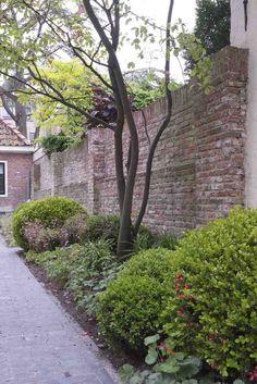 Back yard in the historical city center of Alkmaar, Holland. Design and construction by De Peppels.  Stadstuin in het oude centrum van Alkmaar.