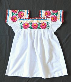 Lovely embroidered blouse from the Totonac community of Tepango de Rodriguez, Puebla Mexican Embroidery, Hand Embroidery, Embroidery Designs, Mexican Blouse, Mexican Dresses, Mexicans, Mexican Style, Embroidered Blouse, Sewing Clothes