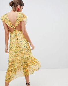 Buy PrettyLittleThing Floral Tie Back Midi Dress at ASOS. Get the latest trends with ASOS now. Boho Chic, Bohemian Mode, Boho Fashion Fall, Boho Festival Fashion, Hippie Style Clothing, Gypsy Style, Gypsy Dresses, Boho Dress, Style Nomade