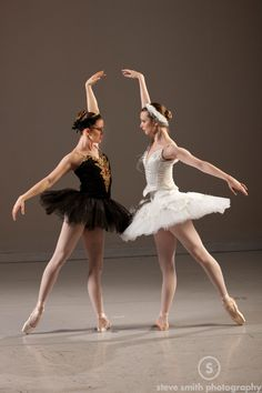 17 Cool Images of Ballet Poses For Photography. Awesome Ballet Poses for Photography images. Beautiful Ballet Dance Poses Different Ballet Poses Ballet Dance Photography Poses Different Types of Ballet Dance Photography Poses Ballet Pictures, Dance Pictures, Ballet Art, Ballet Dancers, Ballerina Dancing, Ballerine Vintage, Dance Aesthetic, Ballet Dance Photography, Poses Photo