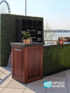 Greenery and natural wood come together to create an elegant bar Moss Green Wedding, Outdoor Furniture, Outdoor Decor, Pedestal, Natural Wood, Weddingideas, Greenery, Countertops, Bar