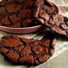 Store chokoladecookies a la brownies… Delicious Cake Recipes, Yummy Cakes, Gluten Free Desserts, No Bake Desserts, Brownies, Giant Food, Cookie Bars, No Bake Cake, Cookie Recipes