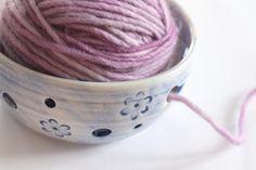 Garnschale damit die Wolle nicht mehr davonrollt / bowl for the yarn, diy equipment by Färbergraben via DaWanda.com