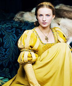 Lady Anne Neville portrayed by Faye Marsay in The White Queen Anne Neville, The White Princess, White Queen, Medieval Costume, Medieval Dress, Historical Costume, Historical Clothing, Historical Romance, Faye Marsay
