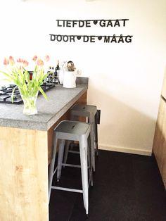 Kijkje in mijn keuken! Barkrukken van quip en co uit putten. Entryway Tables, Banner, Drink, Store, Kitchen, Quotes, House, Furniture, Home Decor
