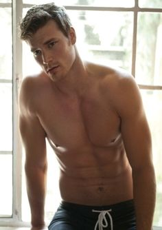 Derek Theler - Baby Daddy ((: Feel in love with this show... OK feel for that sixpack!!