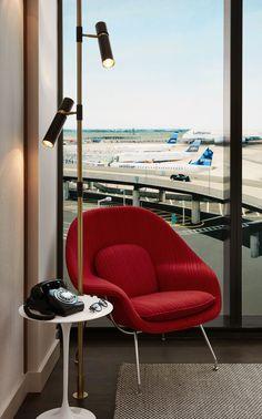 And Saarinen-designed, mid-century modern Knoll furnishings. - TownandCountrymag.com