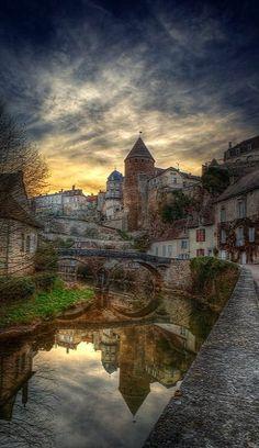 The River Armançon and Bridge, Semur-en-Auxois, Burgundy, France | Flickr - Photo by lyon photography