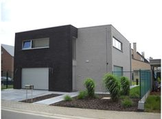 Zwart + grijze gevelsteen Mansions, Architecture, House Styles, Home Decor, Arquitetura, Decoration Home, Manor Houses, Room Decor, Villas