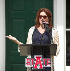 Rosanne Cash celebrates the opening of the Johnny Cash Boyhood Home. Piece on yesterday's grand opening of the Johnny Cash Boyhood Home in Dyess, Arkansas. What a great day. 8/17/14. http://www.examiner.com/article/rosanne-cash-celebrates-the-opening-of-the-johnny-cash-boyhood-home