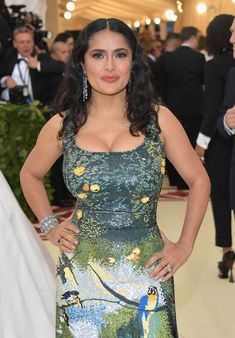Heavenly Bodies: Fashion & The Catholic Imagination Costume Institute Gala - Arrivals Salma Hayek attends the Heavenly Bodies: Fashion & The Catholic Imagination Costume Institute Gala at The Metropolitan Museum of Art on May 2018 in New York City. Salma Hayek Style, Salma Hayek Body, Salma Hayek Pictures, Selma Hayek, Costume Institute, Glamour, Hot Actresses, Beautiful Celebrities, Bollywood Actress