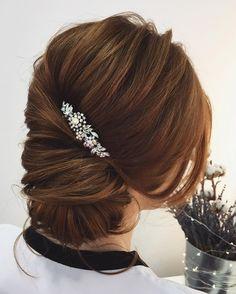 low bun twist updo hairstyle #weddinghair #updos #frenchupdos