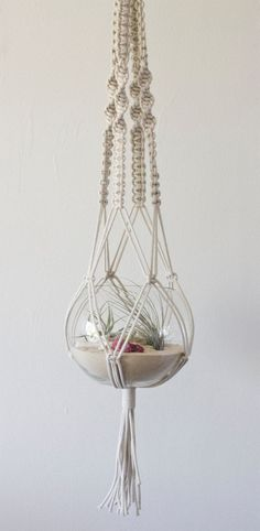 Fantastic Macrame Hanger and Beach RAW Terrarium from studioraw gen Etsy, € - Karten stempeln - Crafts Hanging Air Plants, Hanging Planters, Hanging Centerpiece, Macrame Hanging Planter, Hanging Terrarium, Hanging Rope, Glass Terrarium, Arts And Crafts, Diy Crafts
