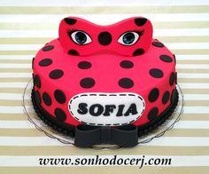 Bolo Miraculous (Ladybug)! www.sonhodocerj.com Curta nossa página no Facebook: www.facebook.com/sonhodocerj #Bolo #BoloMiraculous #Cake #Miraculous #festa #FestaMiraculous #MiraculousCake #party
