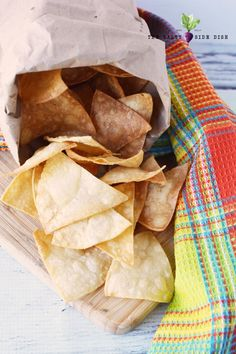 Homemade Tortilla Chips from Corn Tortillas in 5 minutes, easy homemade Mexican in minutes! Homemade Tortilla Chips, Homemade Chips, Homemade Tortillas, Corn Tortillas, Chip Alternative, Mexican Food Recipes, Snack Recipes, Corn Chips, Side Dishes