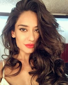 Top 50 Most Beautiful Women in the World Lisa Haydon Lisa Haydon, Hair And Beauty, 50 Most Beautiful Women, Essential Oils For Hair, Beauty Tips For Teens, Sexy Girl, Ingrown Hair, Celebs, Celebrities