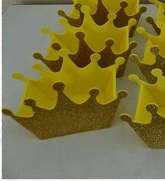 Coroa em eva glitter.  Perfeito para lembrancinhas em festas infantis ou centro de mesa.  Várias cores disponíveis, consulte nos.