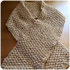 Julie's Lifestyle: White & Gold Knit Scarf