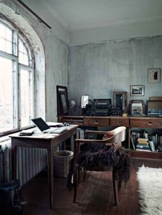 great dirty chic home office workspace Home Office, Office Workspace, Retro Office, Vintage Office, Grey Office, Corner Office, Workspace Design, Office Walls, Office Style