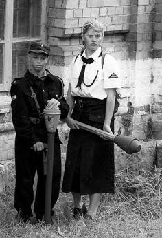 WW2 Photo WWII German Children with Panzerfaust World War Two Wehrmacht / 2501