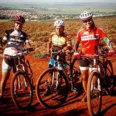 Treino escondido hj...RSS Com elas... @lusuelensantos  e Tatielle Valadares que veio de longe Roraima prestigiar nossa região. Parabéns meninas... Valewww #aligamtb #multibike #specialized #yourrideyourrules #formularibeirao #formuladotreino #bike #bikegirl #mountainbike #mylife by daniela.esteves3