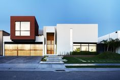 Cube House by  Arquitectura en Movimiento Workshop