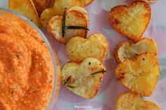 Red pepper dip with feta cheese and heart shaped potatoes Red Pepper Dip, Apple Hand Pies, Pie Cake, English Food, Freshly Baked, What To Cook, Greek Recipes, Red Peppers, Appetizers For Party