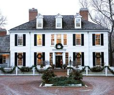 design ideas 2019 Colonial Christmas Decor Ideas Blending period details with modern comforts, a new Colonial-style home conjures the charm of Christmas past to give one Chicago-area family a memorable season. Colonial House Exteriors, Colonial Exterior, Modern Colonial, Exterior Design, Colonial House Decor, Dutch Colonial, Modern Exterior, Georgian Style Homes, Colonial Style Homes