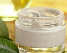 Soin capillaire anti-cheveux gras à l'argile verte : http://www.fourchette-et-bikini.fr/recettes/recettes-minceur/soin-capillaire-anti-cheveux-gras-largile-verte.html
