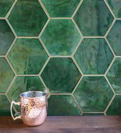 Green Tile Backsplash, Hexagon Backsplash, Hexagon Tiles, Kitchen Tiles, Green Tiles, Green Bathroom Tiles, Kitchen Flooring, Dark Green Bathrooms, Slate Bathroom