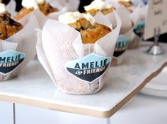 Muffins served in wax paper with label. Appetizing and good branding/ marketing for a grab n go bakery! Bakery Packaging, Coffee Packaging, Brand Packaging, Packaging Ideas, Cupcake Packaging, Pretty Packaging, Muffins, Bakery Business, Bakery Cafe