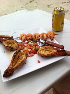 Lagostas e camarão.