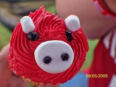 RaZoRbAcK CuPCaKeS    Just use mini marshmallows for the ears & a big one cut in half for the nose! Results in a FABULOUS tailgating treat!