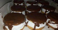 Maďarský penový zákusok s jemnou náplňou a čokoládovou polevou! - Recepty od babky Puerto Rican Recipes, Hungarian Recipes, Small Cake, Holiday Cookies, Cake Cookies, Biscuits, Muffins, Cheesecake, Dessert Recipes