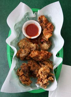 One of my favorites! Fried Chicken Livers - canola oil for frying - chicken livers - buttermilk - self rising flour - kosher salt - poultry seasoning - hot sauce for dipping Bratwurst, Charcuterie, Chicken Liver Recipes, Turkey Recipes, Deep Fried Chicken Livers Recipe, Turkey Dishes, Chicken Meals, Crispy Chicken, Beef Recipes