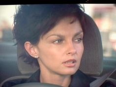I love Ashley Judd, she is soo gorgeous. Going for this hairstyle.